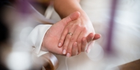 Hand ring finger wedding nail bride and groom ceremony hands photograph rings marry wedding ceremony supply 1372556 - Газета Новые Известия
